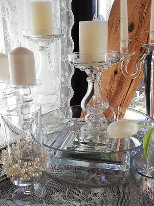 unterschiedliche Glasbehälter, Kerzenständer