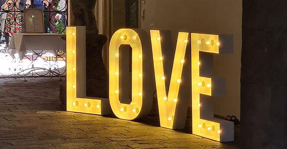 XXL Leuchtbuchstaben LOVE