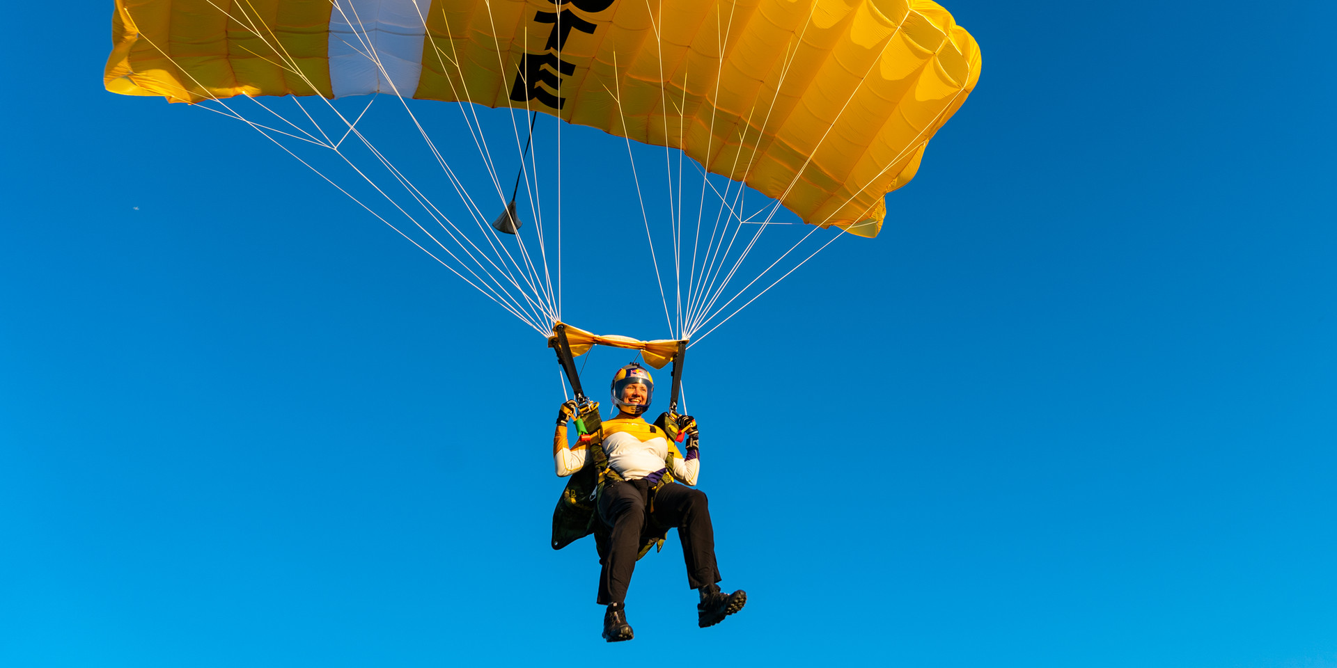 HighlightSkydiving_DSquared02.jpg