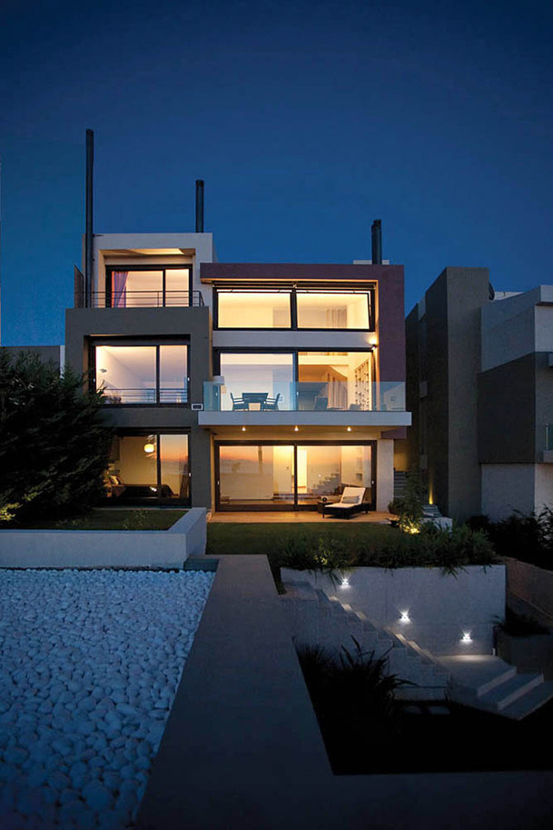 House by Architects Diapouli-Vlachogiannis