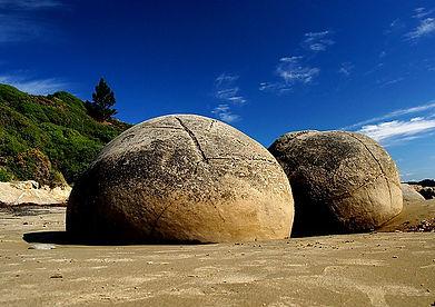 640px-The_Moeraki_Boulders_(12299448094).jpg
