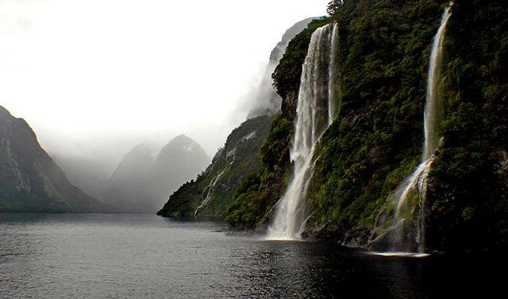 Doubtful_Sound._Fiordland_NZ_(13619435553).jpg