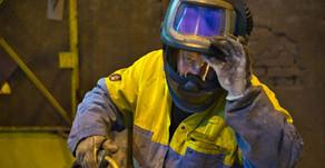 Atividade industrial segue em recuperação com alta do emprego, aponta CNI