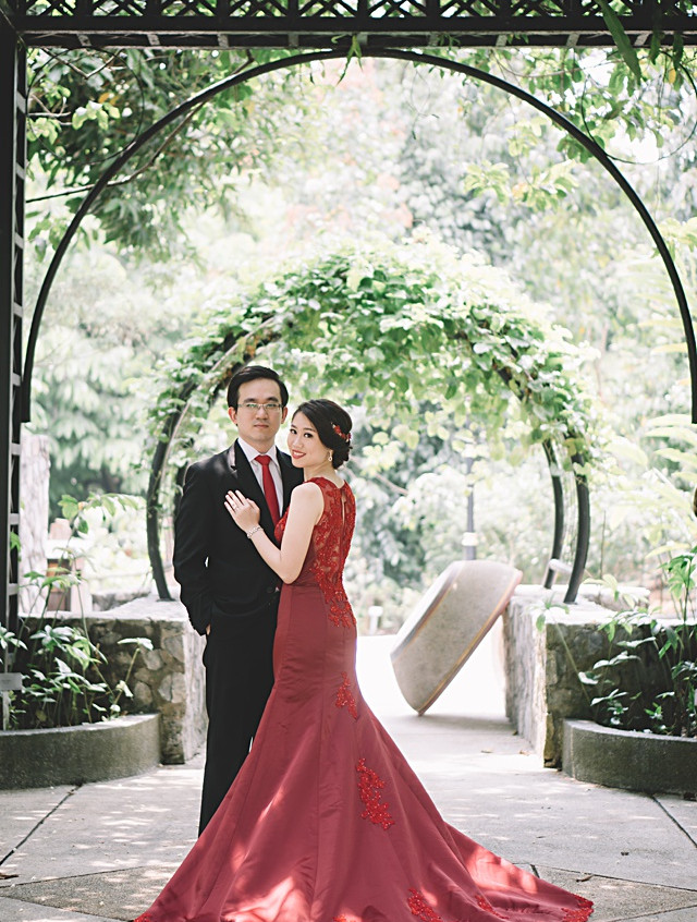 Red-satin-mermaid-evening-gown_0023