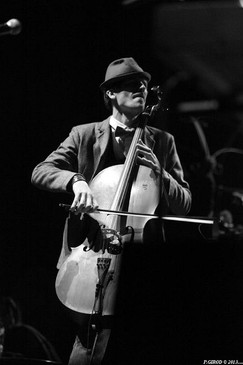 Valentin Mussou Cleo T. cello live