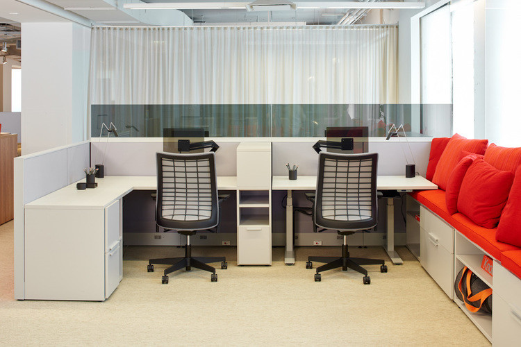 Project: Knoll Chicago Fulton Market Interior Design: Gensler Photo Courtesy of: Knoll  fabric office partitions