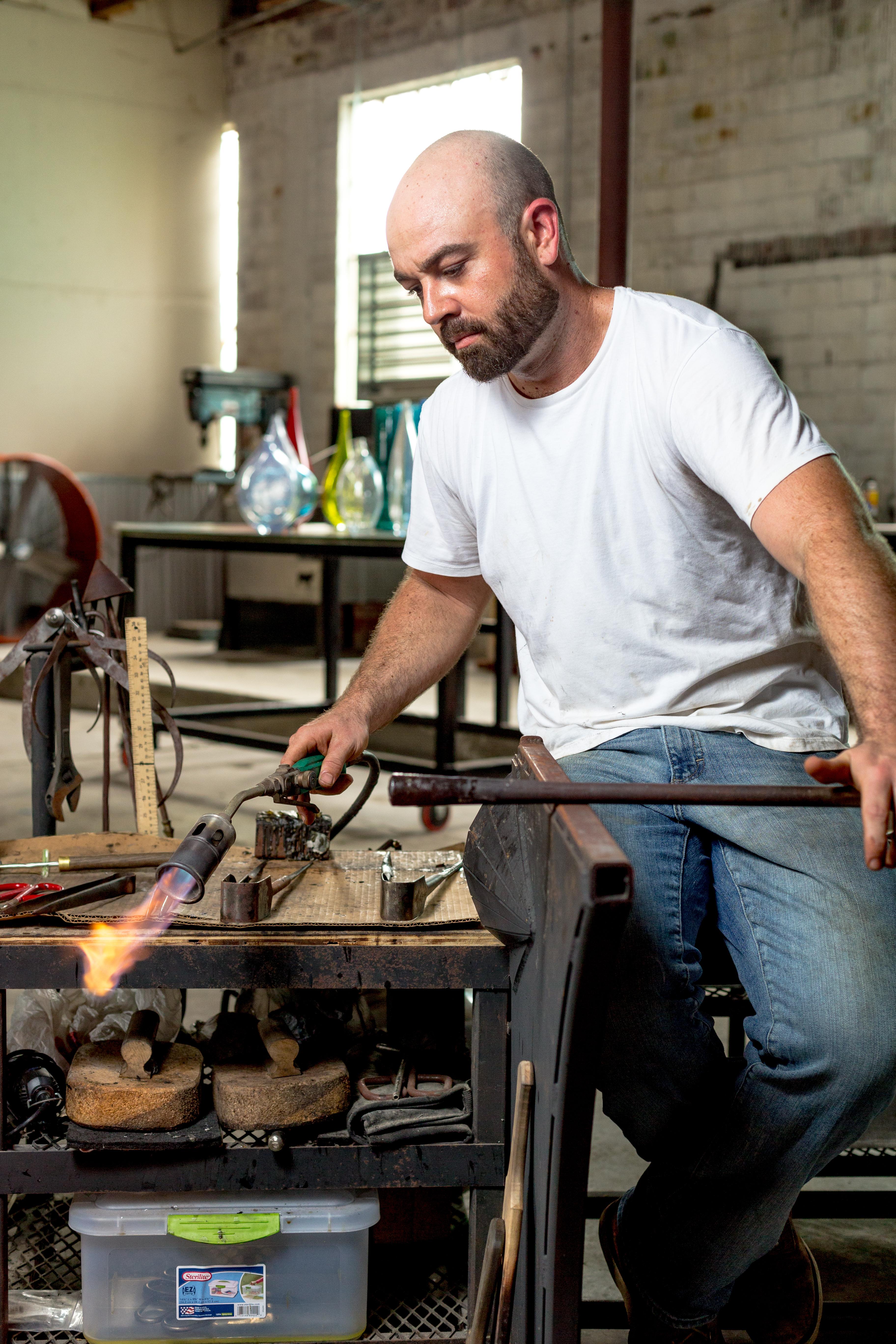 JPAGE-Editorial-TheBend-Artist-BradPearce-Glassblower-1629