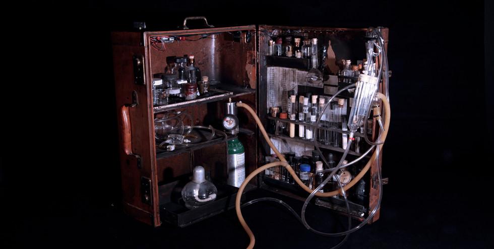 suitcase chem lab S.jpg