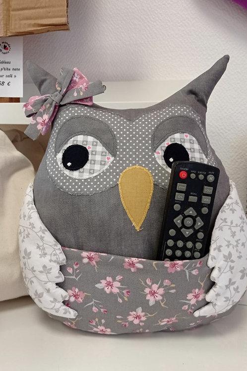 Chouette Elise - porte télé commande en tissu - L'Atelier de Félicie
