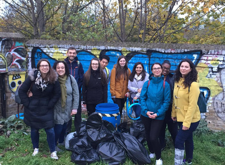 Litter Picking along the Lea Bridge with Fragomen – 9 November 2018