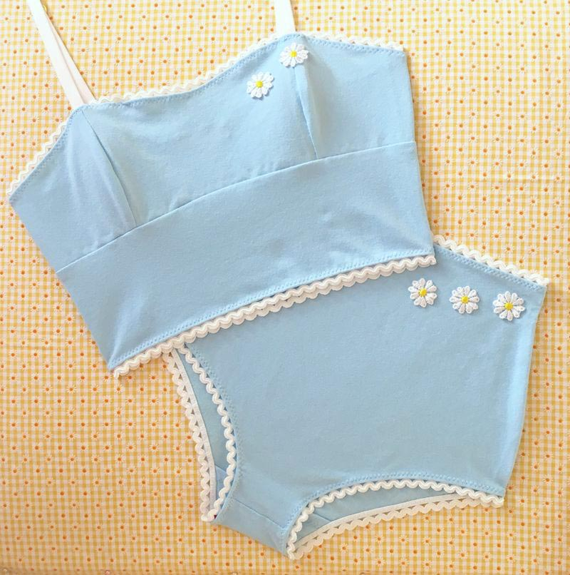 Marilyn set in powder blue