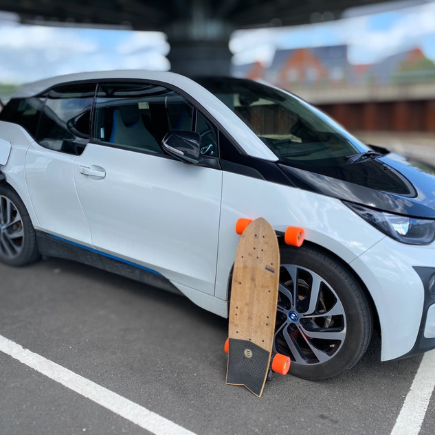 BMW i3 and e-Skateboard - By TheEVSide Y