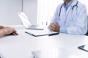 medico-profesional-uniforme-blanco-vesti