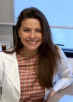 Dra. Gabriela Noronh Dermatologista no consultório