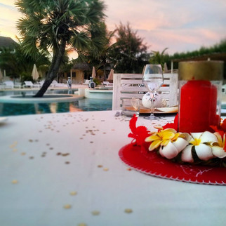romantic dinner by the poolside