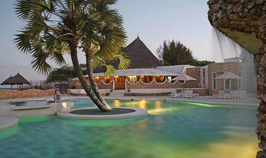 gold 55 bar and restaurant kola beach resort