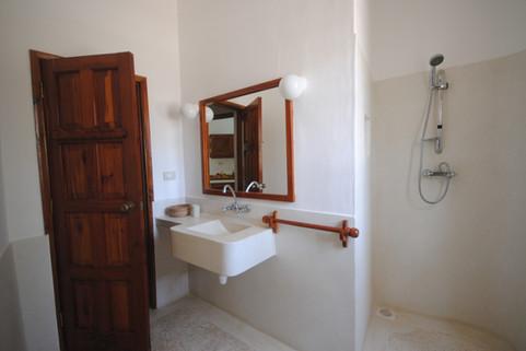bathroom villa cancer crab mambrui