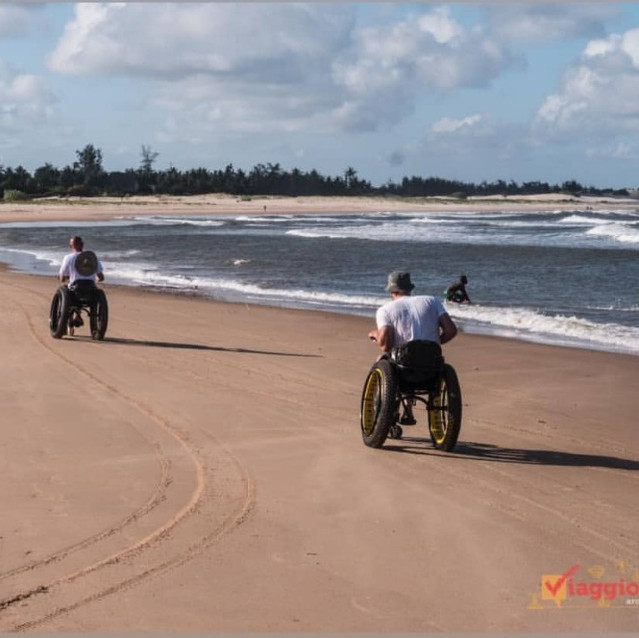 Amazing race between Luca and Danilo on the Mambrui Golden Beach with special wheelchairs designed by themselves