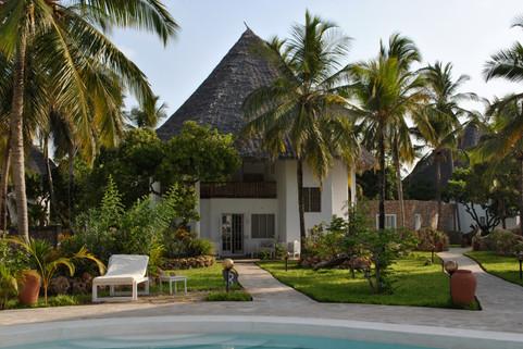 villas with swimming pool mambrui kenya