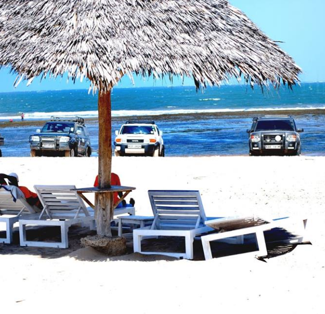 The partecipant's cars of the Malindi Meeting 4x4 2019 exposed in front of Kola Beach