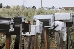 letterbox%20near%20grass%20field_edited.