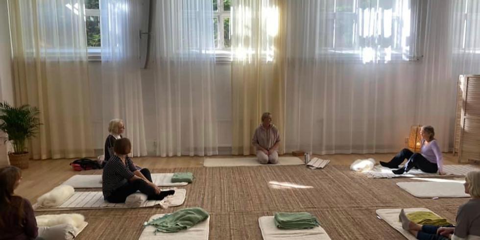 Mjuk Yoga som passar alla - unga och äldre!