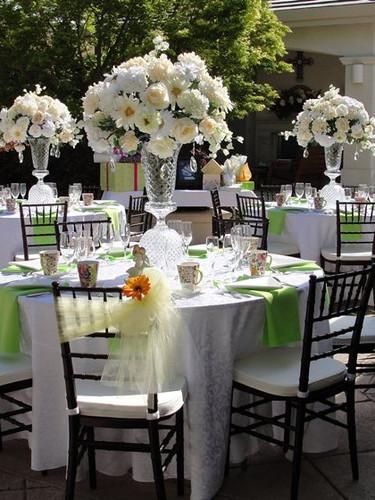beautiful-garden-wedding-flower-arrangement.jpg