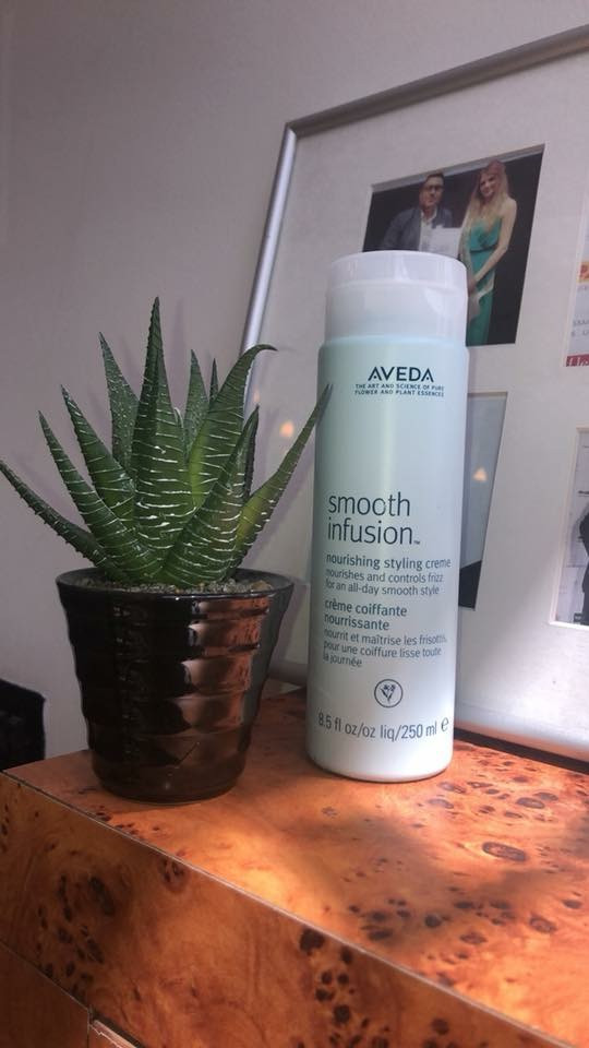 We're loving the smooth infusion styling creme this month 😍 A conditioning styling creme that creat