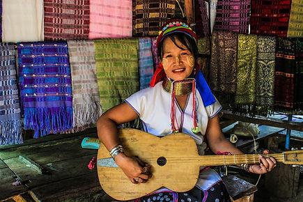 thai-people-1465615_1920.jpg