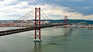 Португальский брат моста Золотые ворота в Сан-Франциско
