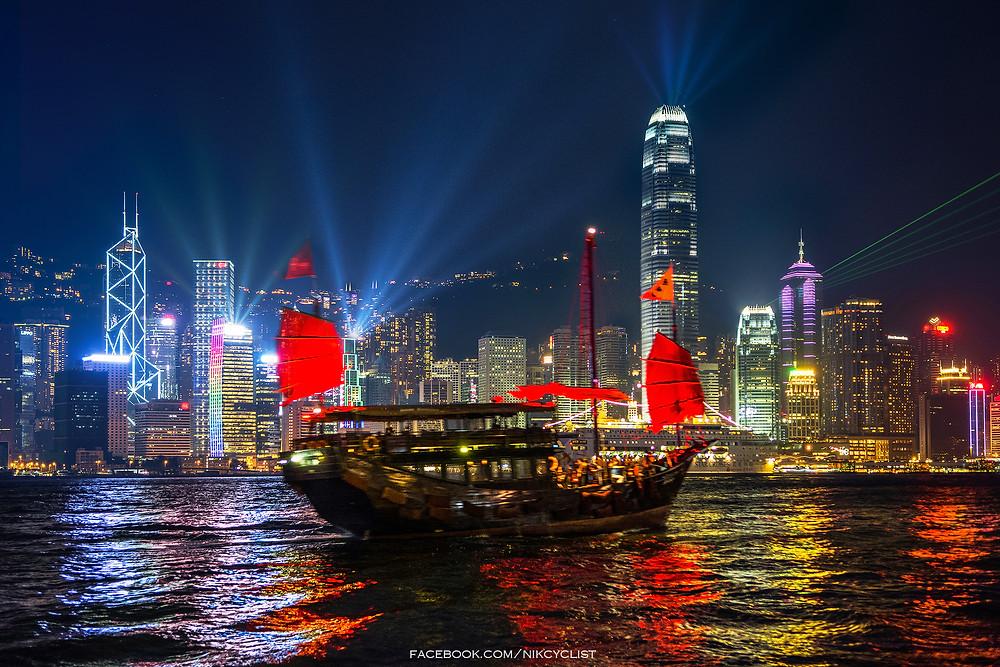 """Лазерное шоу """"Симфония огней"""" в Гонконге"""