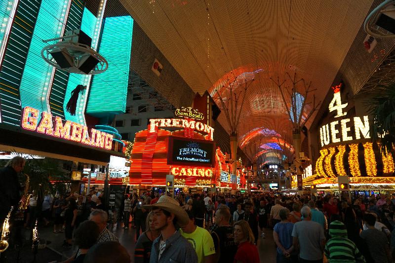Фримонт стрит, Лас-Вегас, Невада, США. Фото Be a Voyager (c)