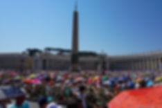 Площадь Святого Петра во время мессы Папы Римского