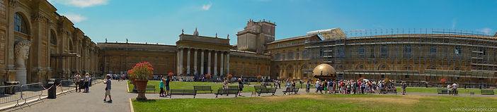 Внутренний двор музея Ватикана