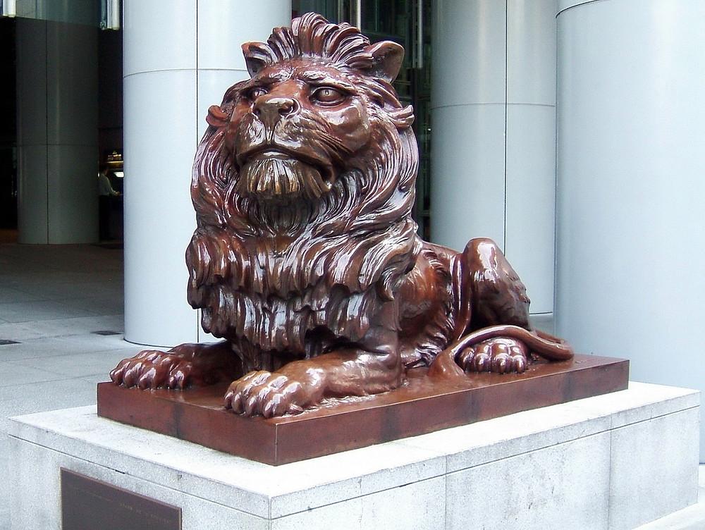 Лев у входа в HSBC