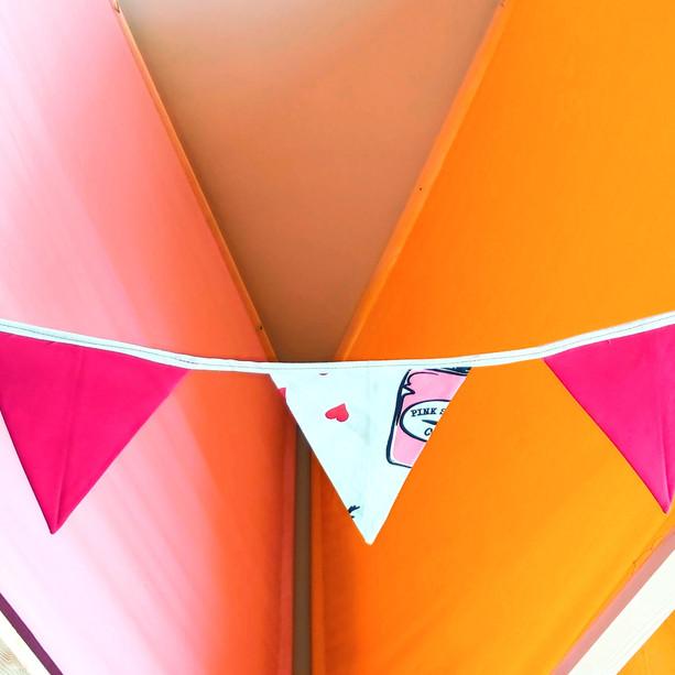 שרשרת דיגלונים מבד למסיבת יום הולדת
