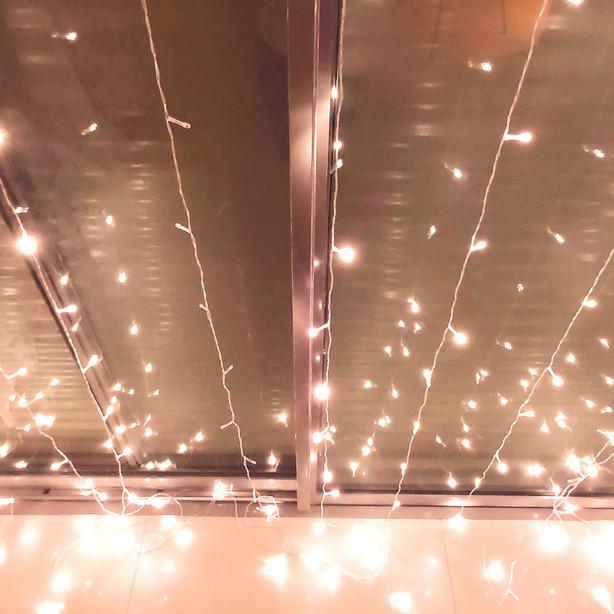 אבקת כוכבים ואורות מנצנצים - עוד נגיעה קטנה והקסם מושלם.  קיר תאורת לד עם 7 מצבי תאורה מתחלפים
