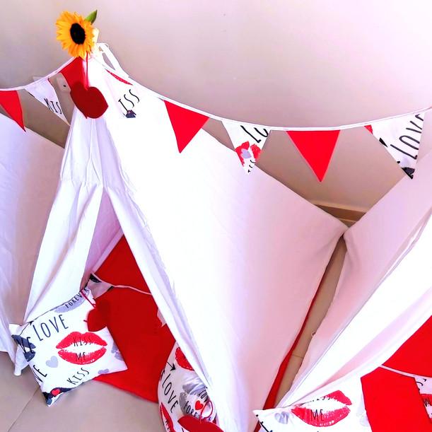 יום הולדת מסיבת פיג'מות עם אוהלים