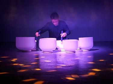 Baptiste Tavernier plays crystal bowls