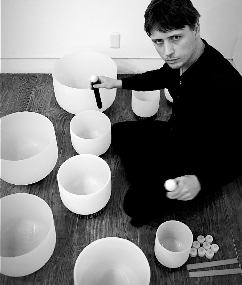 Baptiste Tavernier playing crystal bowls in Japan