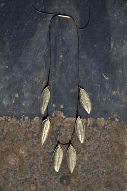 Sautoir feuilles