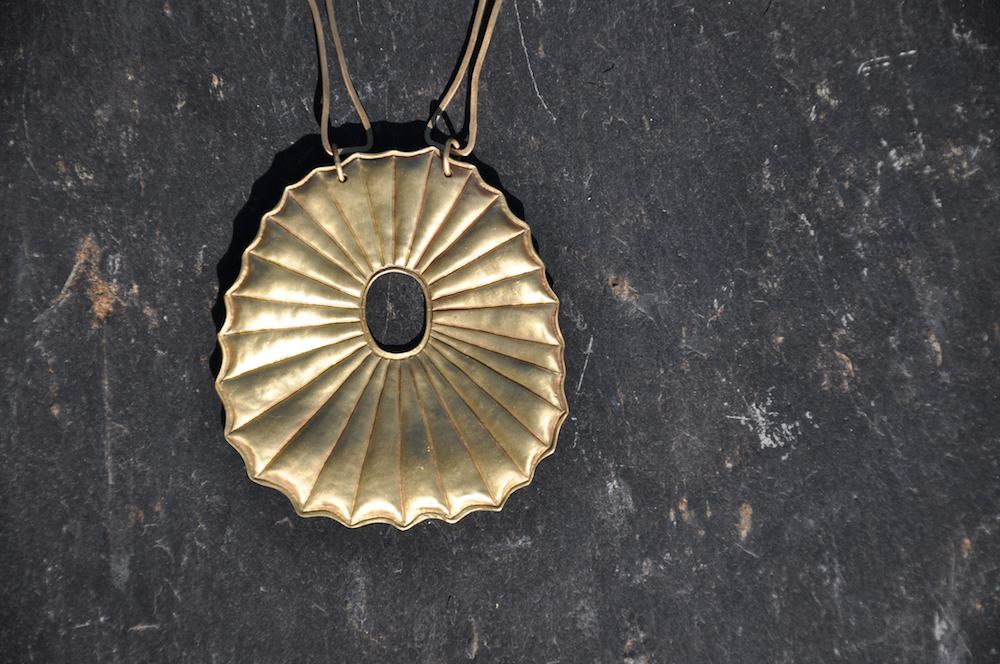 """Détail collier """"solaire"""""""