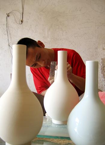 Potter, Jingdezhen, China