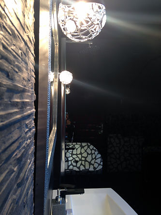architecture d'intérieur décoration salle de bain contemporaine noir grise douche à l'italienne