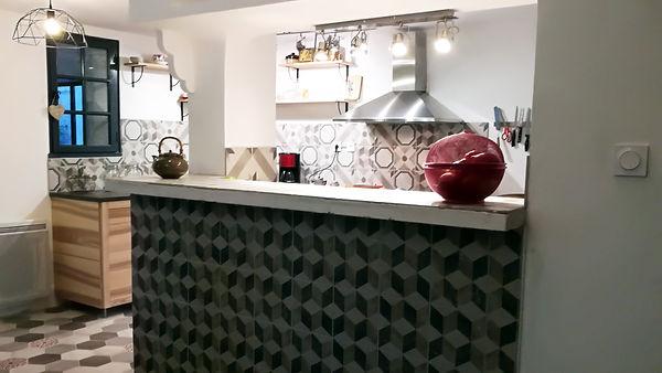 architecture d'intérieur d'une maison individuelle et ses chambres d'hôtes vaucluse luberon, cuisine bois et ceramique