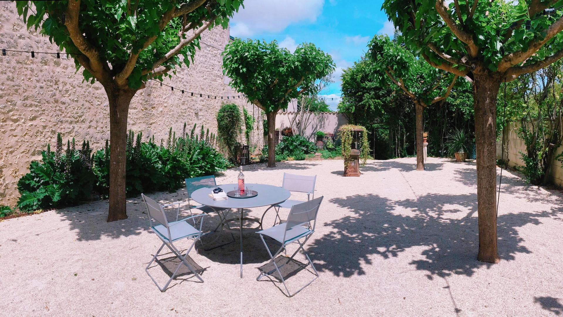 Le patio, fin de printemps