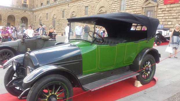 Auto d'epoca a Piazza Pitti