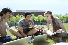 Estudando na grama