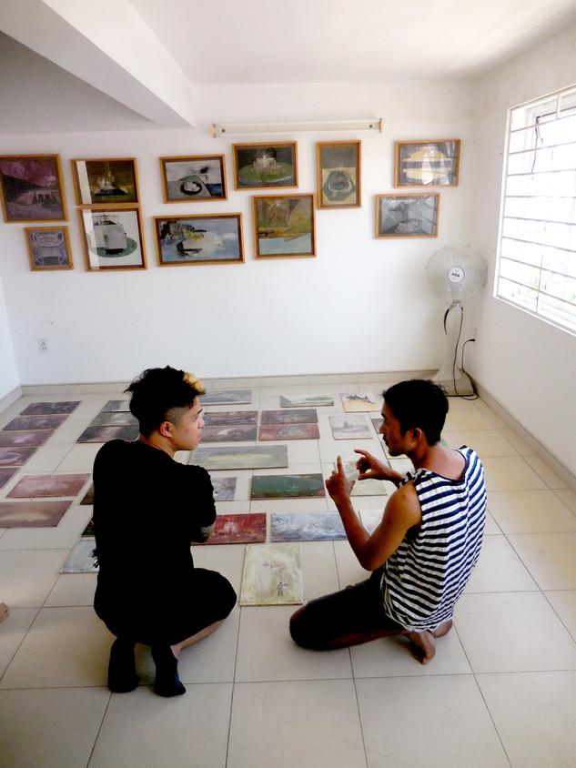 Bill Nguyễn talks to artist Trương Công Tùng, HCMC
