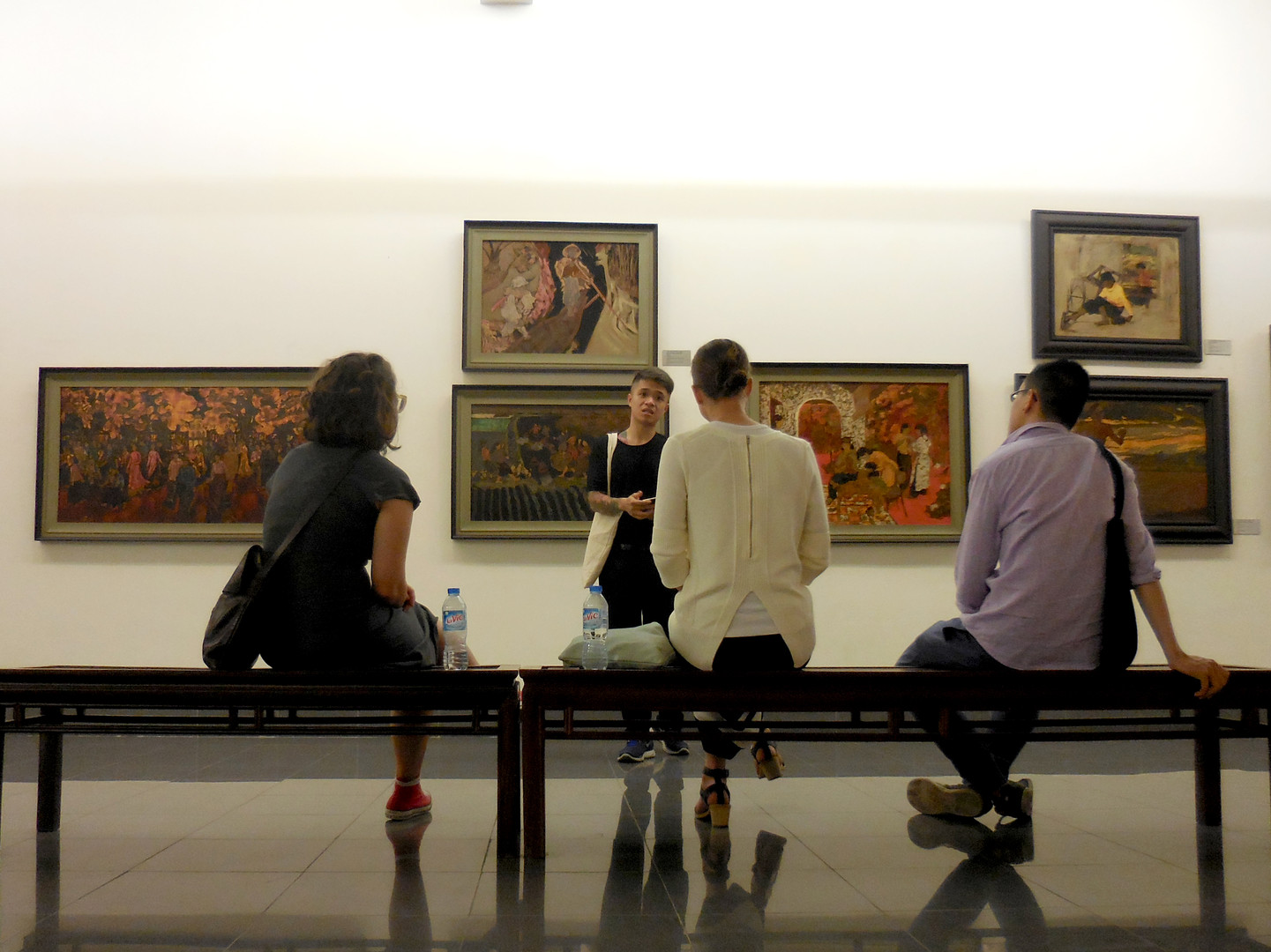 1510 Sophie_s Art Tour Hanoi - guide Bil